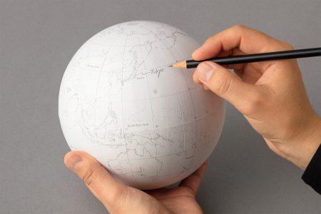 photo: 『地球儀』「第29回日本文具大賞2020」デザイン部門優秀賞受賞